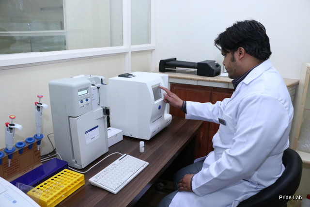 lahore based medical labortary Pride Lab Staff at work